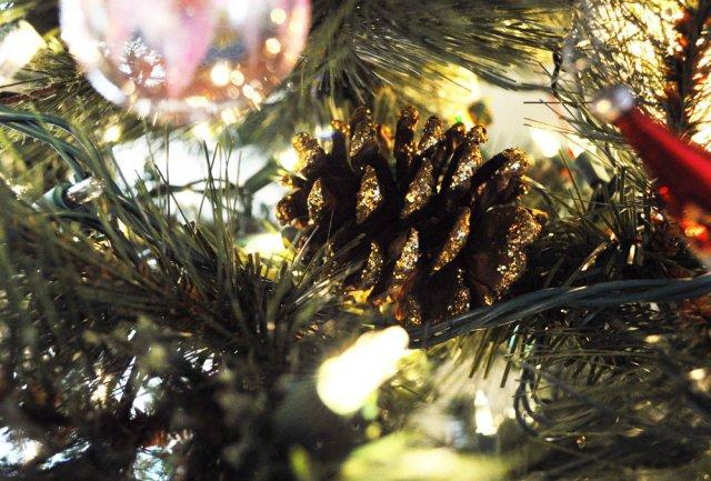 Pinecones in Christmas Tree